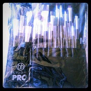 18 Piece Studio Pro Brush Set